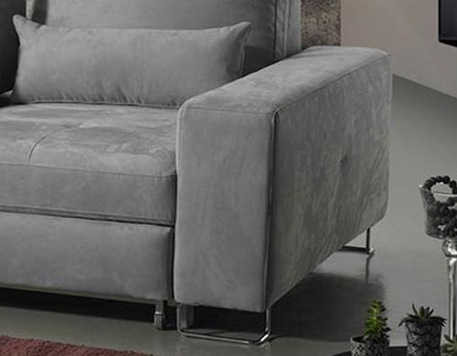 mozia-divano-grigio-ambientata-bracciolo